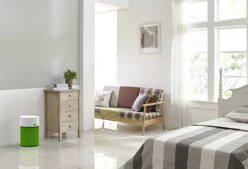 IDEAL Luftreiniger AP30 und AP40 PRO im Schlafzimmer mit Textilüberzug grün