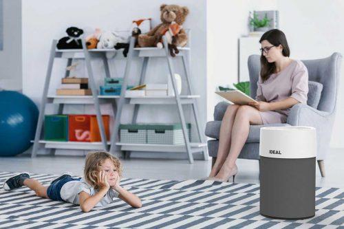 Ideal Luftreiniger AP40 Pro im Wohnzimmer-Ambiente anthrazit