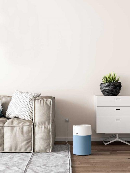 Ideal Luftreiniger AP40 Pro Wohnzimmer mit Textilbezug hellblau