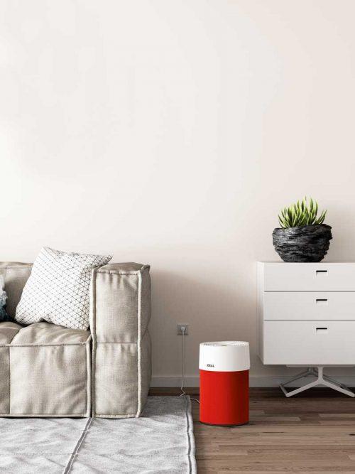 Ideal Luftreiniger AP40 Pro Wohnzimmer mit Textilbezug rot