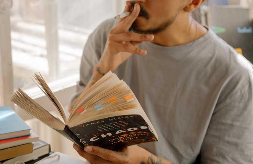 Zigarettenqualm lässt nicht nur Gerüche, sondern auch in Textilien festgesetzte Giftstoffe im Innenraum zurück.