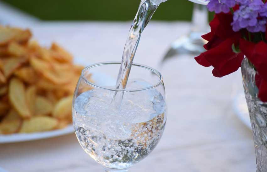 ausreichend-Wasser-zu-trinken